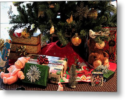 Christmas Memories Metal Print by Suzanne Gaff