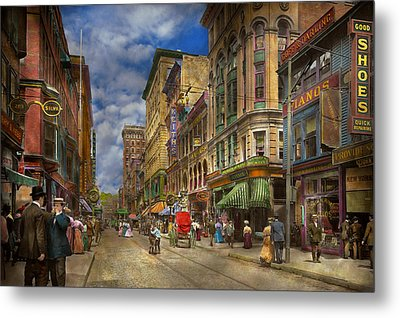 City - Providence Ri - Living In The City 1906 Metal Print by Mike Savad
