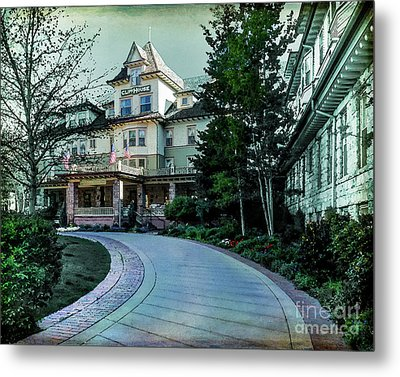 Cliff House Metal Print by John Strong