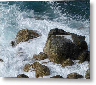 Coastal Rocks Trap Water Metal Print by Margaret Brooks