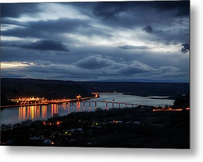 Metal Print featuring the photograph Columbia River by Cat Connor