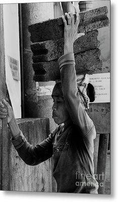 Metal Print featuring the photograph Construction Labourer - Bw by Werner Padarin