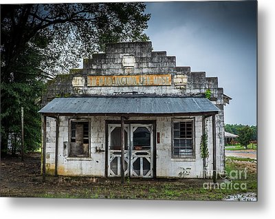 Country Store In The Mississippi Delta Metal Print by T Lowry Wilson