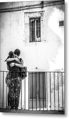 Couple Of Guys Hugging Leaning On A Railing - Black And White With Vignetting Metal Print