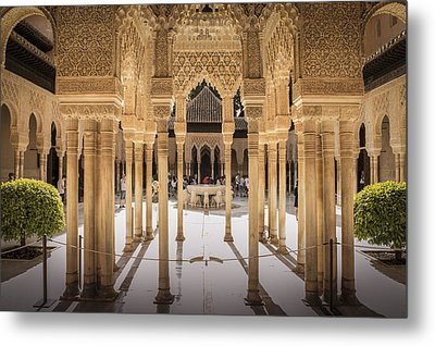 Court Of The Lions - Alhambra Palace - Granada Spain Metal Print