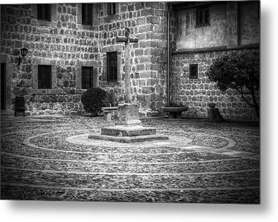 Courtyard At Convent Of The Incarnation Bw Metal Print by Joan Carroll