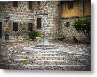 Courtyard At Convent Of The Incarnation Metal Print by Joan Carroll