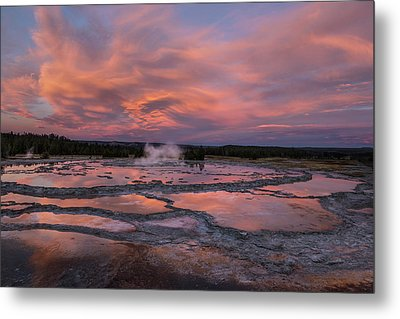 Dawn At Great Fountain Geyser Metal Print by Roman Kurywczak