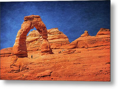 Delicate Arch In Arches Metal Print by Carolyn Derstine