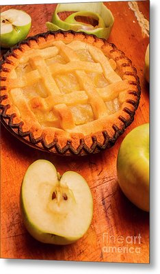 Delicious Apple Pie With Fresh Apples On Table Metal Print