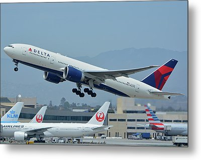 Metal Print featuring the photograph Delta Boeing 777-232lr N703dn Los Angeles International Airport May 3 2016 by Brian Lockett