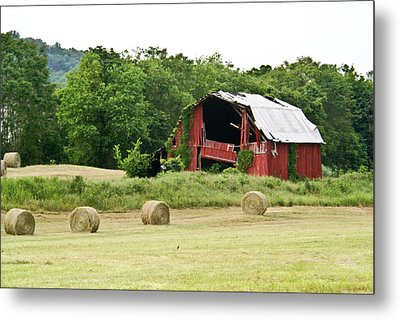Dilapidated Old Red Barn Metal Print by Douglas Barnett