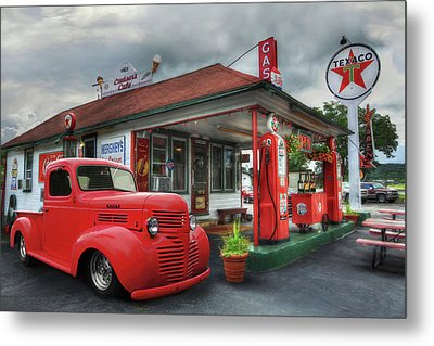 Metal Print featuring the photograph Dodge At Cruisers by Lori Deiter