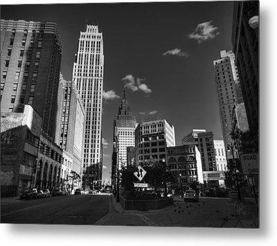 Downtown Detroit 003 Bw Metal Print by Lance Vaughn
