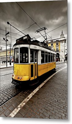 Metal Print featuring the photograph Downtown by Jorge Maia