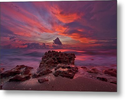 Dramatic Sunrise Over Coral Cove Beach In Jupiter Florida Metal Print