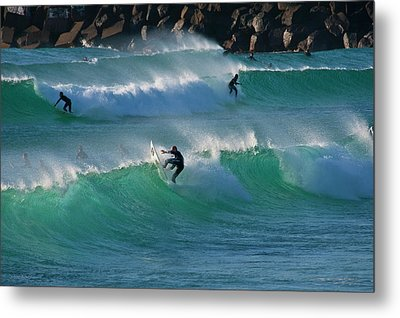 Metal Print featuring the photograph Duranbah Surfers by Odille Esmonde-Morgan
