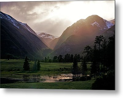 Early Evening Light In The Valley Metal Print