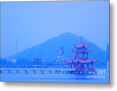 Metal Print featuring the photograph Early Morning At The Lotus Lake by Yali Shi