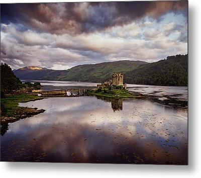 Eilean Donan Castle Metal Print by Ian Good