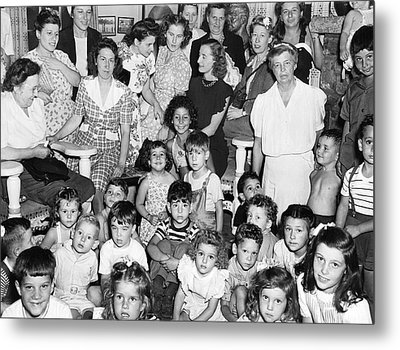 Eleanor Roosevelt And Children Metal Print by Underwood Archives