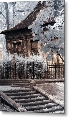 English Garden House Metal Print by Helga Novelli