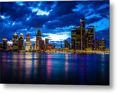 Evening On The Town Metal Print by Cindy Lindow