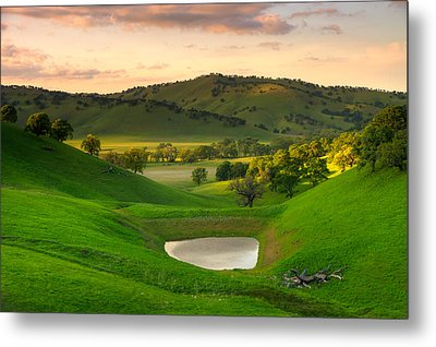 Fading Light At Round Valley Metal Print by Marc Crumpler