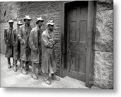 Fdr Memorial Breadline Metal Print by Olivier Le Queinec