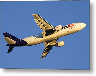 Fedex Airbus A300f4 605r N692fe Phoenix Sky Harbor December 23 2010 Metal Print by Brian Lockett