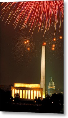 Fireworks Over Washington Dc Mall Metal Print by Carl Purcell