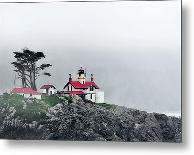 Fog Comes Rolling In - Battery Point Lighthouse - Crescent City Ca Metal Print