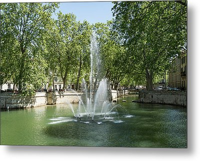 Metal Print featuring the photograph Fontaine De Nimes by Scott Carruthers