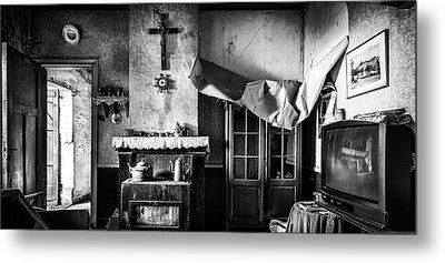 Forgotten Living Room - Abandoned House Interior Metal Print by Dirk Ercken