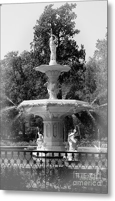 Forsyth Park Fountain Black And White With Vignette Metal Print