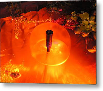 Fountain Of Water Metal Print by Richard Mitchell
