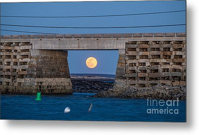Full Moon Under The Cribstone Bridge Metal Print