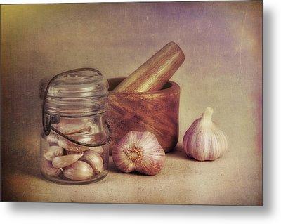 Garlic In A Jar Metal Print by Tom Mc Nemar