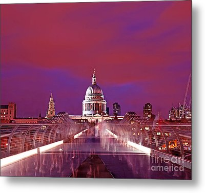 Ghostly Commuters Head To St Pauls On Millennium Bridge Metal Print by Chris Smith