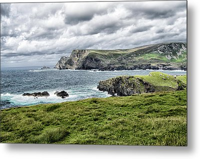 Metal Print featuring the photograph Glencolmcille by Alan Toepfer