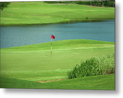 Golf Approaching The Green Metal Print by Chris Flees