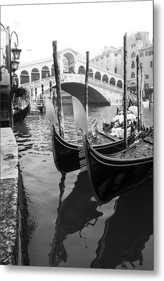 Gondole At Rialto Bridge Metal Print by Marco Missiaja