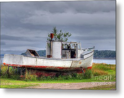 Grounded Fishing Boat Metal Print by Rick Mann