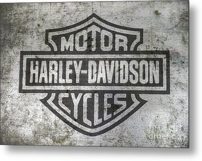 Harley Davidson Logo On Metal Metal Print by Randy Steele
