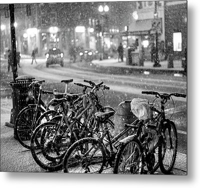 Harvard Square Cambridge Ma Snowy Bicycles Black And White Metal Print by Toby McGuire