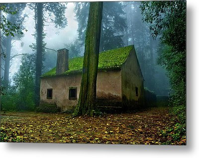 Metal Print featuring the photograph Haunted House by Jorge Maia