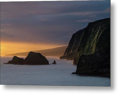Hawaii Sunrise At The Pololu Valley Lookout Metal Print by Larry Marshall