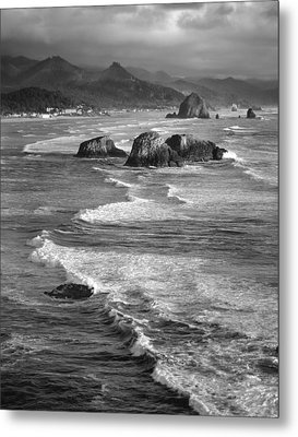 Haystacks And Waves Cannon Beach Metal Print by Bob Neiman