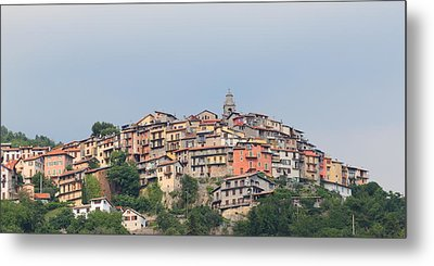 Metal Print featuring the photograph Hilltop by Richard Patmore