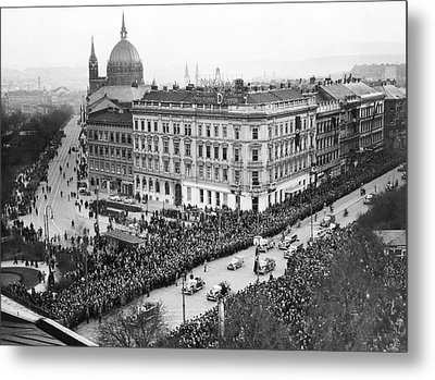 Hitler Enters Vienna Metal Print by Underwood Archives